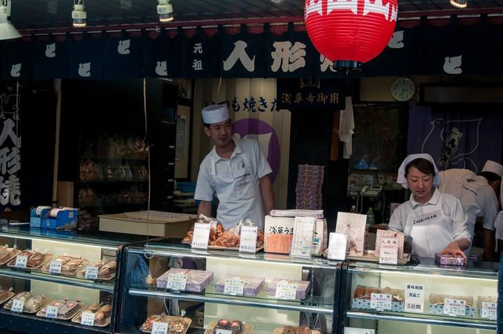 Vendors selling bento's near the Asakusa Shrine