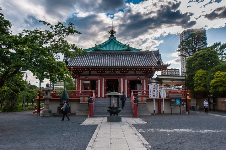 Shinobazuno Pond shrine