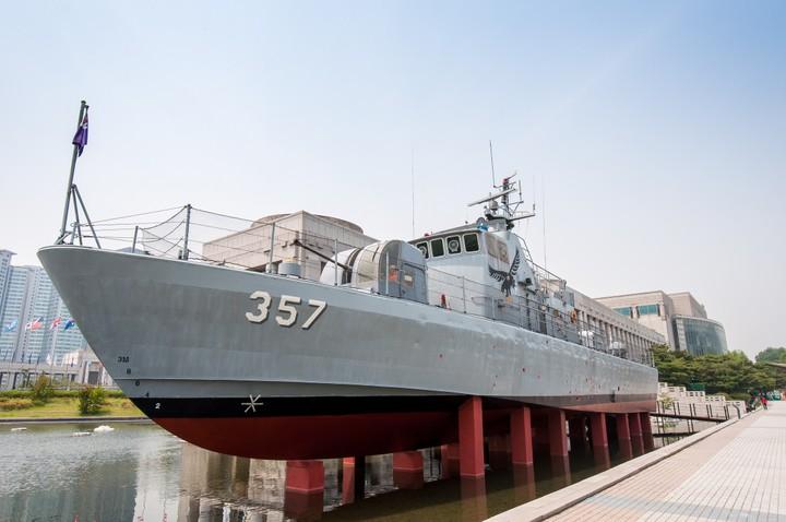 Boat on display at the Korean war memorial