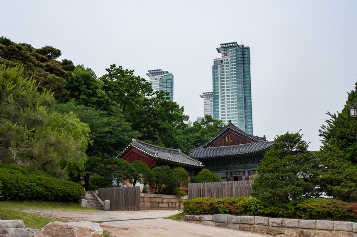 Bongeunsa Temple with skyscraper in the background