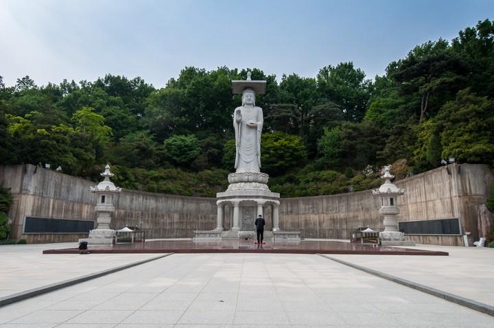 Statue at Bongeunsa Temple