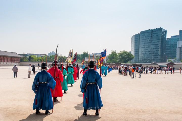 Guards at Geunjeogmum
