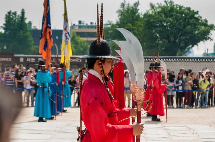 Guard with spear/sword at Geunjeogmum