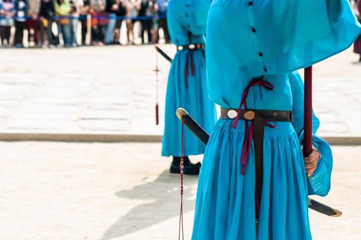 Guard with sword at Geunjeogmum
