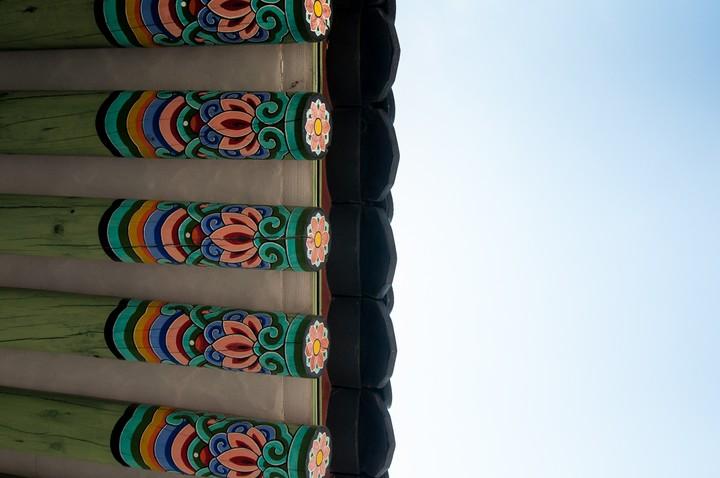 Roof ornaments at Geunjeogmum