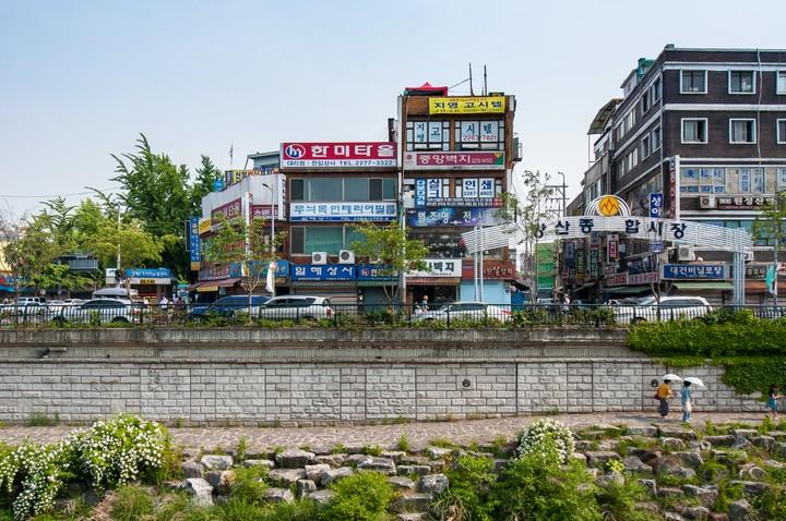 Shops/Restaurants at Cheonggyecheon