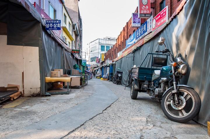 Seoul back alley