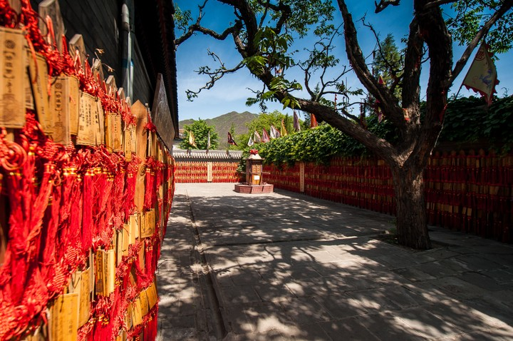 Prairs with red string at a temple at the Great Wall of China