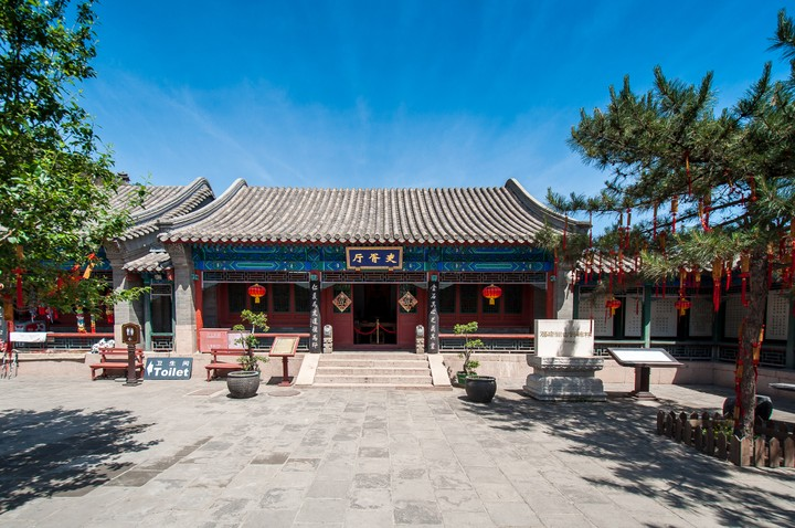 Temple building at the Great Wall of China