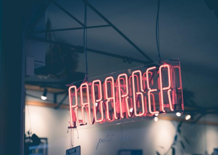 Rabarber written in Neon lights