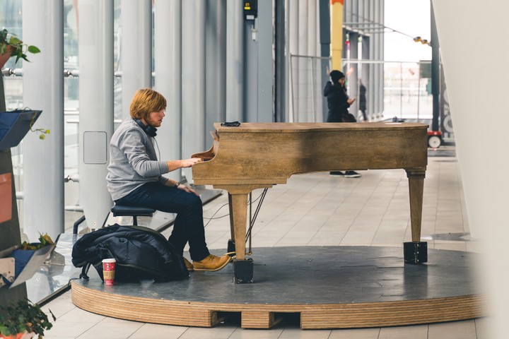 Photo of person playing the piano at Utrecht Central Station