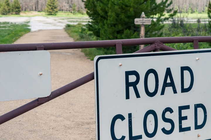 Road closed sign in Rocky Mountains Nat. Park